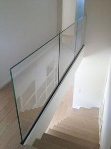 framless balustrades with 10mm glass top mount fixed system on stirs landing